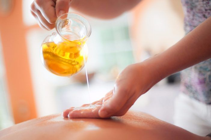 aceite esencial masaje cuerpo